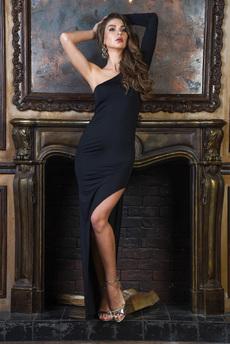 Вечернее платье черного цвета с асимметричным кроем на одно плечо Mondigo